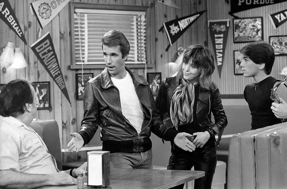 "Suzi Quatro as Leather Tuscaero, shown here with Henry Winkler as Arthur Fonzarelli in ""Happy Days."" Photo: ABC Photo Archives, ABC Via Getty Images / American Broadcasting Companies, Inc."