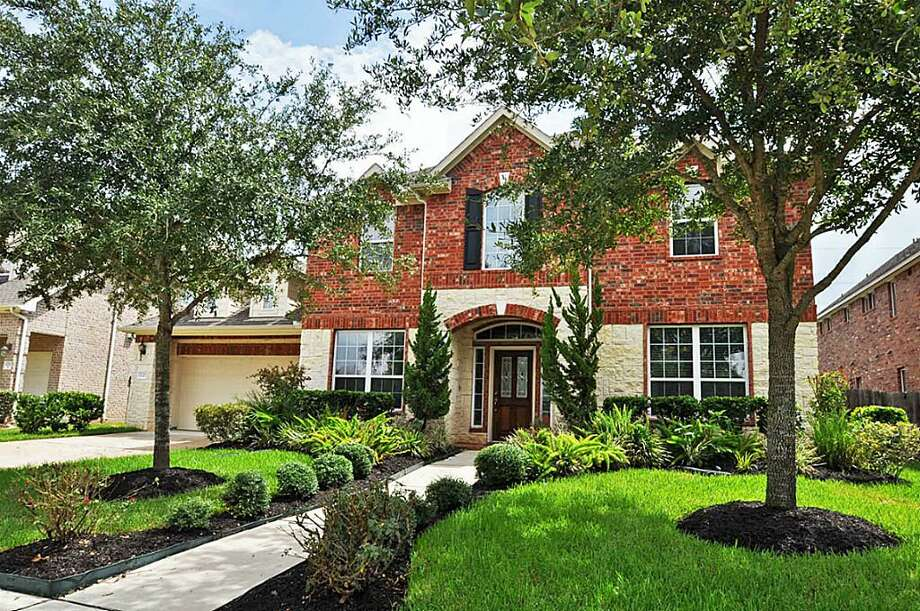 6707 Gable Wing: This 2007 home has 4-5 bedrooms, 4 bathrooms, and 3,777 square feet. Listed for $385,000. Photo: Houston Association Of Realtors