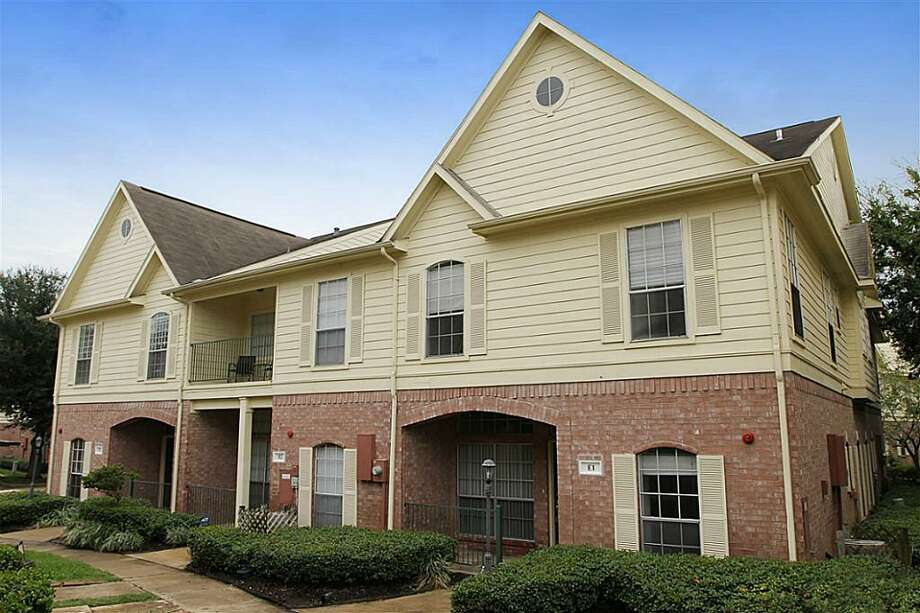 2710 Grants Lake: This 2001 townhome has 3 bedrooms, 3 bathrooms, and 1,435 square feet. Listed for $180,000.