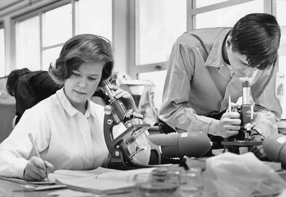 Nathan Hale biology, March 26, 1965. Pictured are seniors Dorothy Nelson and Robert Homan in biology class.Photo: Stuart Hertz, copyright MOHAI, Seattle Post-Intelligencer collection,  2000.107_print_schools_hale_014. Photo: Copyright MOHAI