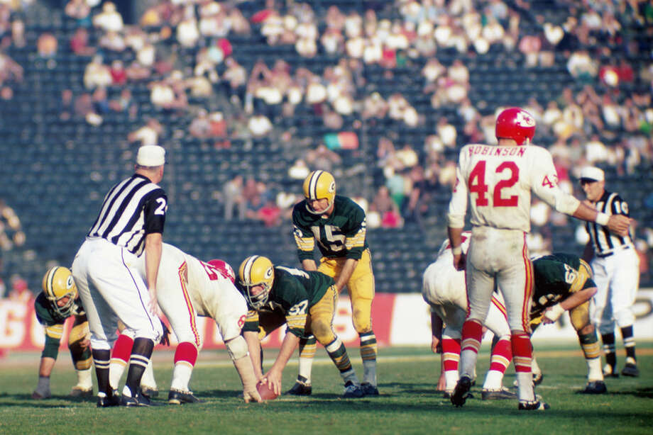 Green Bay quarterback Bart Starr (15) calls out the signals at the line of scrimmage during Super Bowl I on Jan. 15, 1967, against the Kansas City Chiefs at the Los Angeles Memorial Coliseum in Los Angeles. Photo: Kidwiler Collection, Getty Images / 1967 Diamond Images