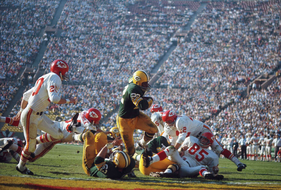 Green Bay's  Elijah Pitts (22) runs with the ball during Super Bowl I against the Kansas City Chiefs at Los Angeles Memorial Coliseum on Jan. 15, 1967, in Los Angeles. Photo: Focus On Sport, Getty Images / 1967 Focus on Sport