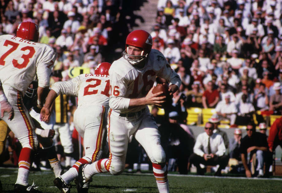 Len Dawson of the Kansas City Chiefs during Super Bowl I against the Green Bay Packers at Memorial Coliseum on Jan. 15, 1967, in Los Angeles. Photo: Focus On Sport, Getty Images / 1967 Focus On Sport
