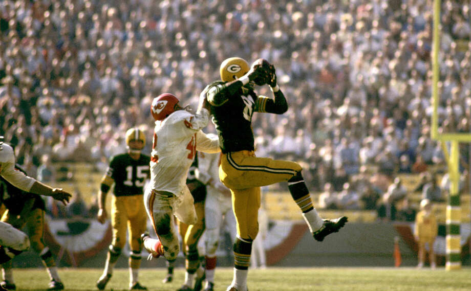 Green Bay tight end Marv Fleming makes a catch in front of Kansas City safety Johnny Robinson (42) during Super Bowl I, a 35-10 Packers victory on Jan. 15, 1967, at the Los Angeles Memorial Coliseum in Los Angeles. Photo: Fred Roe, Getty Images / Getty Images North America