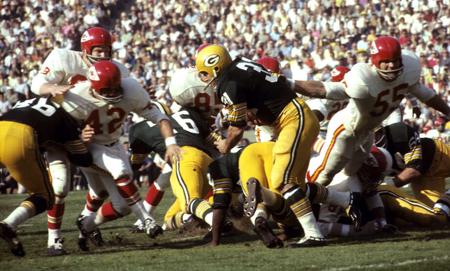 Kansas City safety Johnny Robinson (42) tries to get to Green Bay fullback Jim Taylor (31) during Super Bowl I, a 35-10 Packers victory on Jan. 15, 1967, at the Los Angeles Memorial Coliseum in Los Angeles. Photo: Vic Stein, Getty Images / Getty Images North America