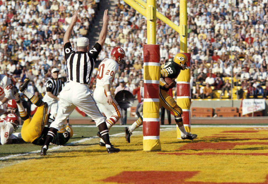 Green Bay running back Elijah Pitts (22) scores a touchdown during the second half of Super Bowl I on Jan. 15, 1967, against the Kansas City Chiefs at the Memorial Coliseum in Los Angeles. Photo: Tony Tomsic, Getty Images / 1967 Tony Tomsic