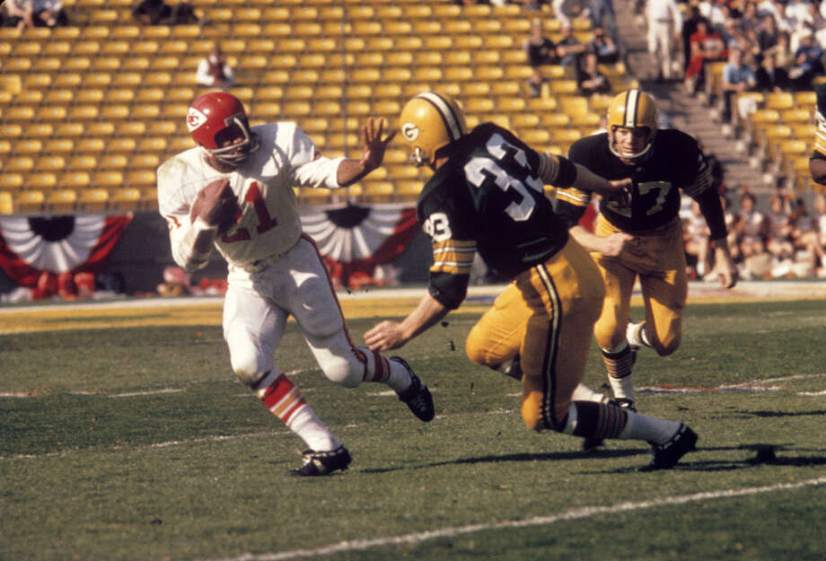 Kansas City running back Mike Garrett (21) tries to avoid the tackle of Green Bay's Jim Grabowski (33) and Red Mack (27) during Super Bowl I on Jan. 15, 1967, at the Los Angeles Memorial Coliseum in Los Angeles. Photo: Tony Tomsic, Getty Images / 1967 Tony Tomsic