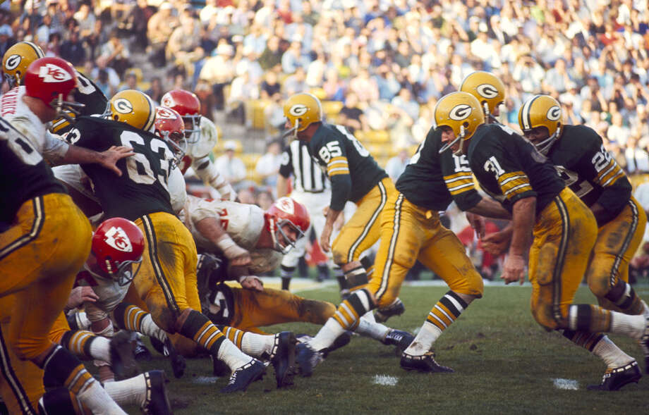 Green Bay quarterback Bart Starr (15) hands off to running back Elijah Pitts (22) during Super Bowl I, a 35-10 victory over the Kansas City Chiefs on Jan. 15, 1967, at the Los Angeles Memorial Coliseum in Los Angeles. Photo: James Flores, Getty Images / Getty Images North America