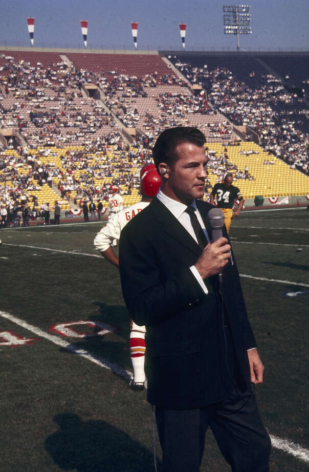 CBS broadcaster and former player Frank Gifford does a piece before Super Bowl I, a 35-10 Green Bay Packers victory over the Kansas City Chiefs on Jan. 15, 1967, at the Los Angeles Memorial Coliseum in Los Angeles. Photo: Vic Stein, Getty Images / Getty Images North America