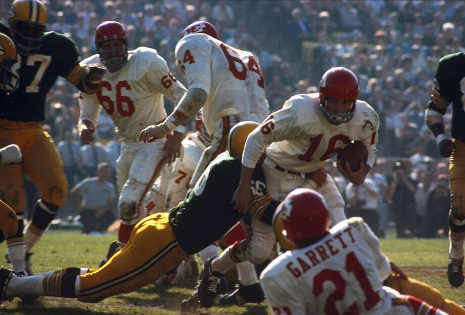 Green Bay linebacker Ray Nitschke (66) wraps up Kansas City quarterback Len Dawson (16) during Super Bowl I, a 35-10 Packers victory on Jan. 15, 1967, at the Los Angeles Memorial Coliseum in Los Angeles. Photo: James Flores, Getty Images / Getty Images North America