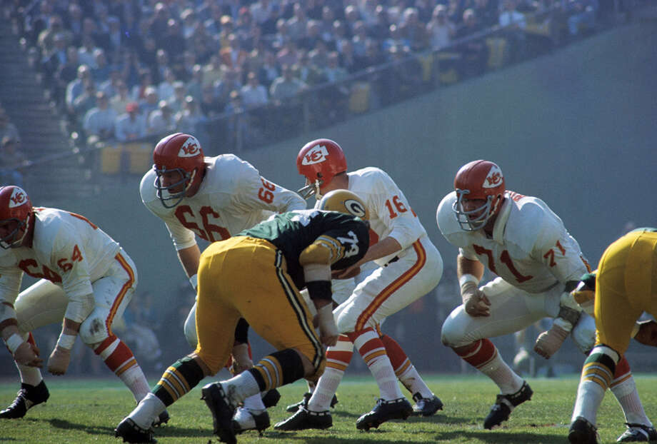 Kansas City guard Ed Budde (71) pops out of his crouch during Super Bowl I, a 35-10 loss to the Green Bay Packers on Jan. 15, 1967, at the Memorial Coliseum in Los Angeles. Photo: James Flores, Getty Images / Getty Images North America