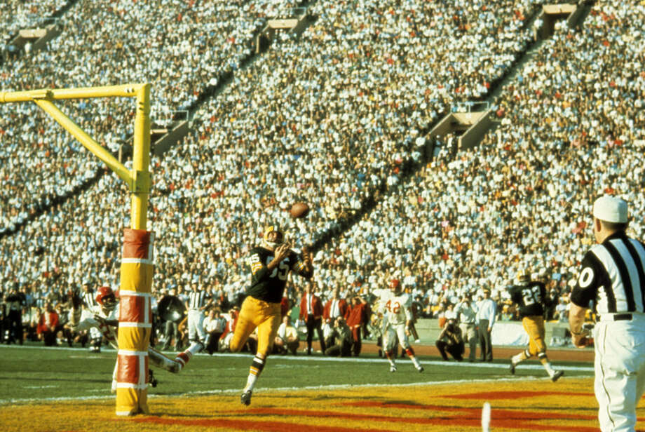 Green Bay wide receiver Max McGee (85) catches the first touchdown pass of Super Bowl I on Jan. 15, 1967, against the Kansas City Chiefs at the Los Angeles Memorial Coliseum in Los Angeles. Photo: Tony Tomsic, Getty Images / 1967 Tony Tomsic