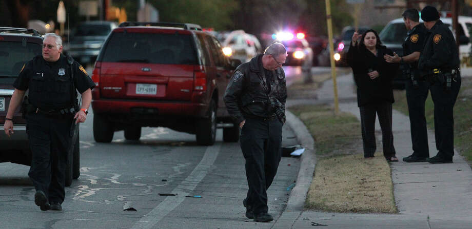 Police work the scene on Braesview where Tatyana Babineaux, 9, was killed in a traffic accident. Photo: John Davenport, San Antonio Express-News / ©San Antonio Express-News/Photo may be sold to the public