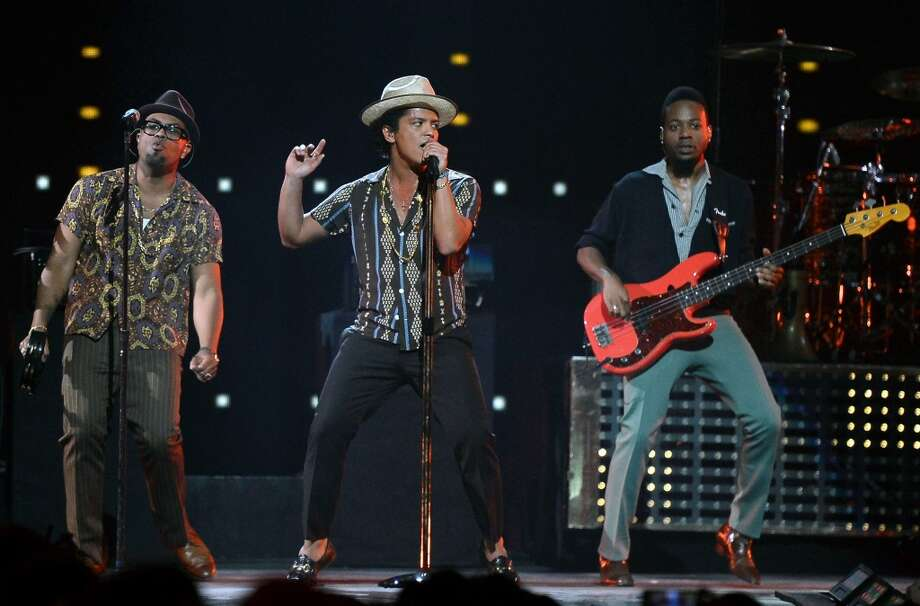 LAS VEGAS, NV - SEPTEMBER 21:  (L-R) Singer/songwriter Philip Lawrence, recording artist Bruno Mars and bassist Jamareo Artis perform during the iHeartRadio Music Festival at the MGM Grand Garden Arena on September 21, 2013 in Las Vegas, Nevada.  (Photo by Ethan Miller/Getty Images for Clear Channel)