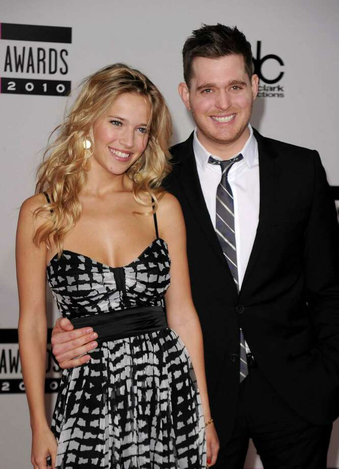 "Michael Buble & Luisana Lopilato: ""Everybody Loves Somebody"" by Dean Martin Photo: Jason Merritt, Getty Images For DCP / 2010 Getty Images"