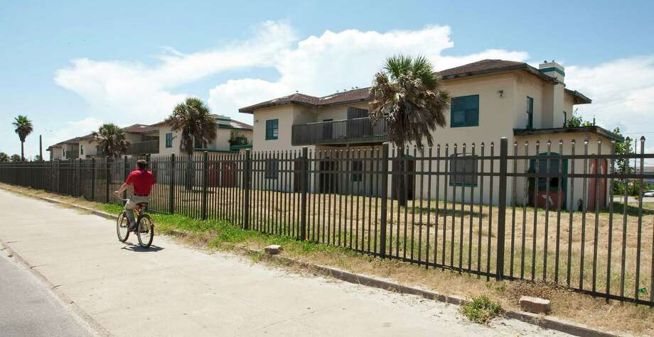 One of the former Fort Crockett officers quarters, Wednesday, Aug. 8, 2012, in Galveston. The nine buildings were sold to a private company in 2000. Texas Historical Commission has voted to withdraw an appeal to force the owners to honor a deed restriction saying they must preserve the buildings. Photo: Nick De La Torre, Houston Chronicle / © 2012  Houston Chronicle