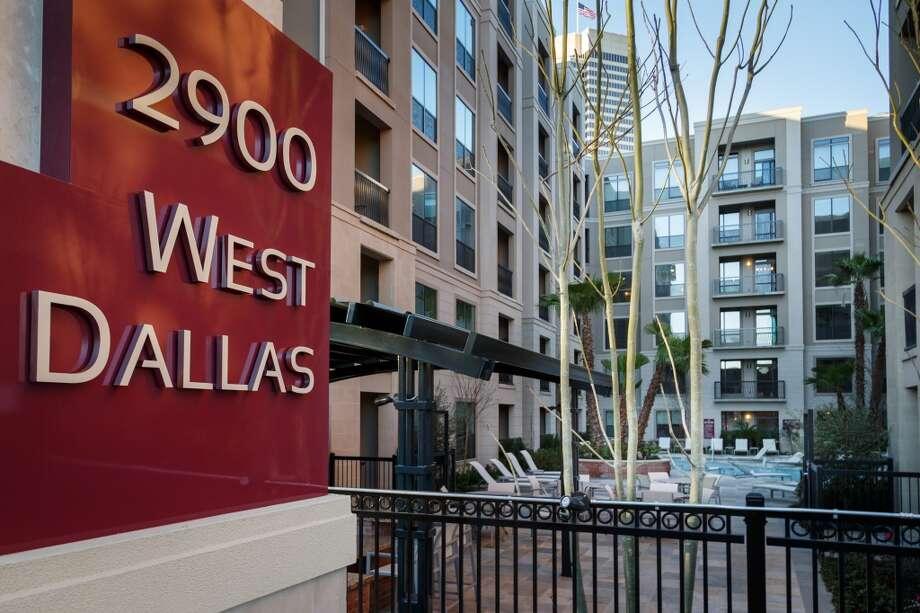 A courtyard at 2900 West Dallas ( Michael Paulsen / Houston Chronicle ) Photo: Michael Paulsen, Houston Chronicle