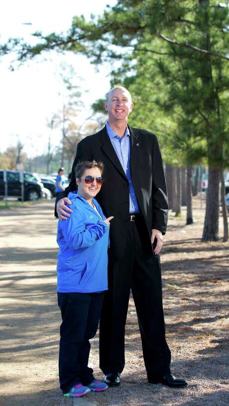 Houston radio personality Sarah Pepper, left, feels she can measure up to the task of the Aramco Half Marathon, and Wade Morehead, a friend who is the marathon committee's executive director, agrees. Photo: Johnny Hanson / Houston Chronicle