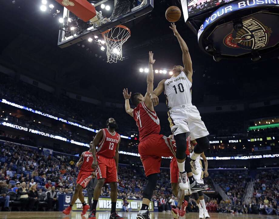 Jan. 15: Rockets 103, Pelicans 100Pelicans shooting guard Eric Gordon (10) goes to the basket against Rockets point guard Jeremy Lin. Photo: Gerald Herbert, Associated Press