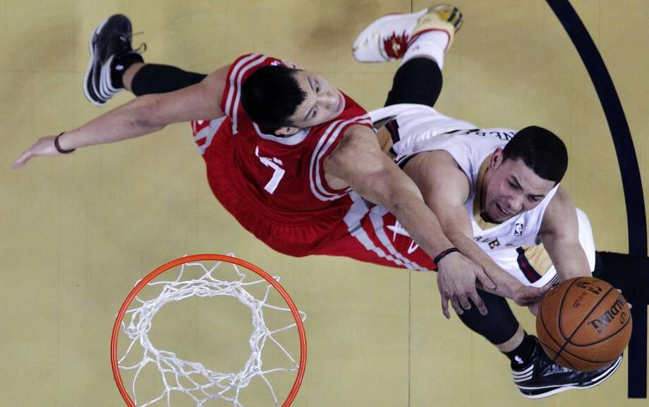 Pelicans shooting guard Austin Rivers, right, goes to the basket against Rockets point guard Jeremy Lin. Photo: Gerald Herbert, Associated Press