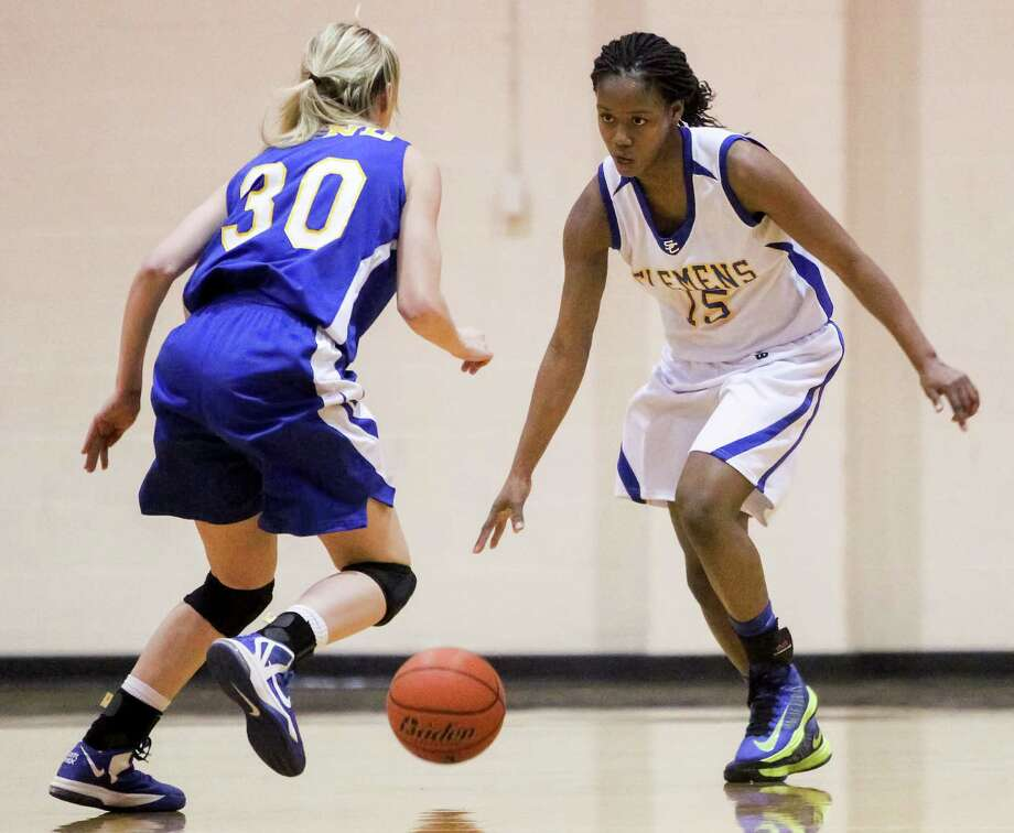 Clemens' Kyra Lambert (15) isn't eligible to play varsity after transferring from Steele for what she says were academic reasons. Photo: Marvin Pfeiffer / San Antonio Express-News / Express-News 2014