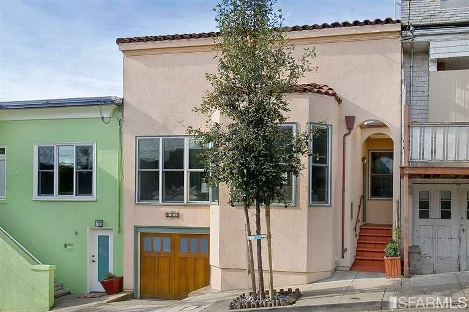 810 Anderson is a 2/2 SFH listed at $810K. Photos: Jessica Branson, Alain Pinel, REALTORS/MLS