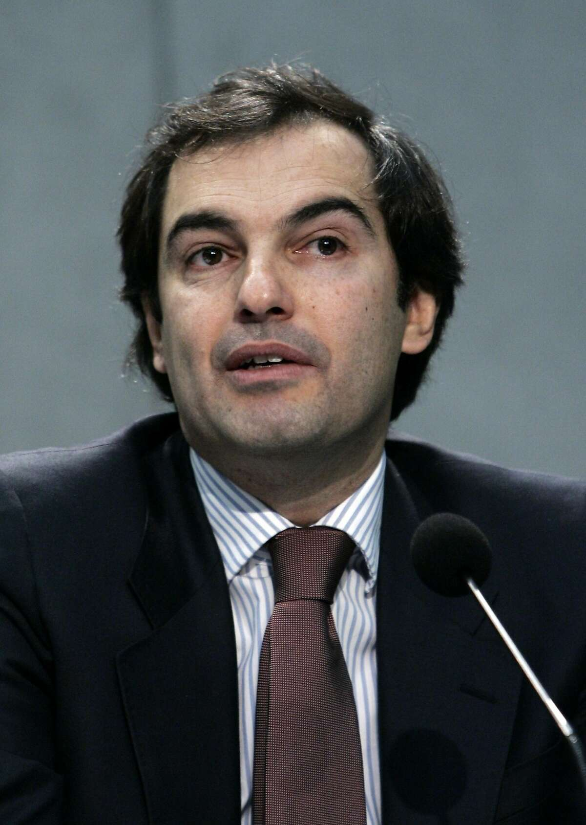 FILE - In this Jan. 23, 2009 file photo, Henrique de Castro, Google's then Managing Director Media Solutions, speaks during a news conference at the Vatican's press room. Yahoo on Wednesday, Jan. 15, 2014 announced that CEO Marissa Mayer is cutting loose de Castro, Yahoo's chief operating officer, a possible sign that the Internet company's efforts to revive its long-slumping advertising sales aren't paying off.(AP Photo/Riccarco De Luca, File)