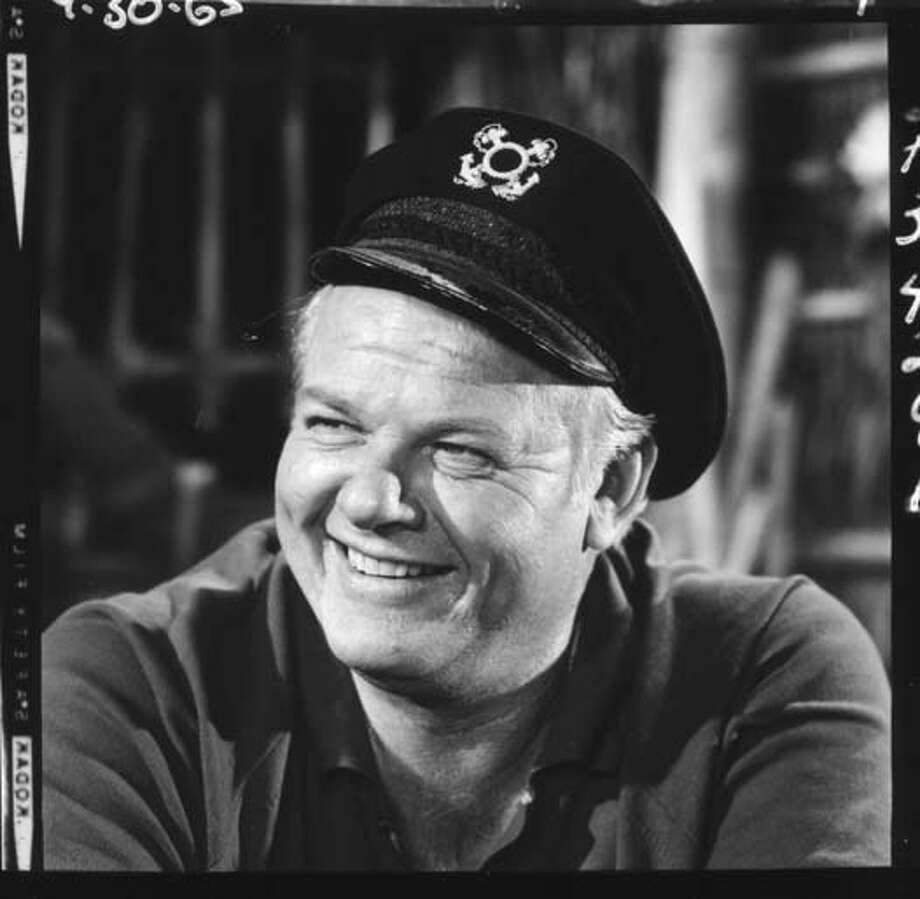 Alan Hale Jr. (1918 - 1990), who portrayed Jonas Grumby aka The Skipper on 'Gilligan's Island,' on the set of the episode 'Nyet, Nyet Not Yet,' in Los Angeles, California on September 30, 1965. Photo: CBS Photo Archive, Getty Images / 2004 CBS WORLDWIDE INC