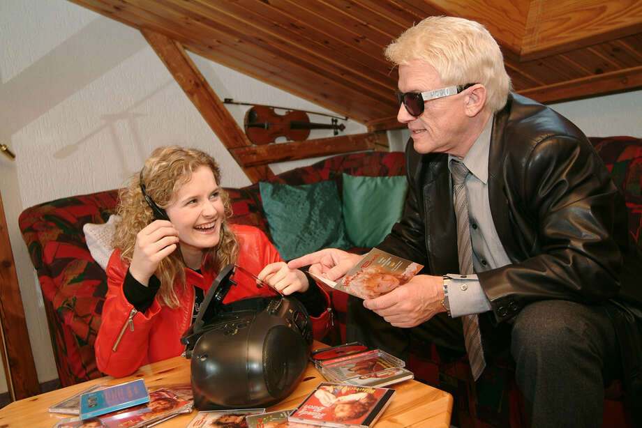 At the point this photo was taken, iPods had been around for more than a year, so ...PHOTO: German folk singers Heino and Mandy Bach listen to CDs on March 28, 2003. Photo: Peter Bischoff, Getty Images / 2003 Getty Images