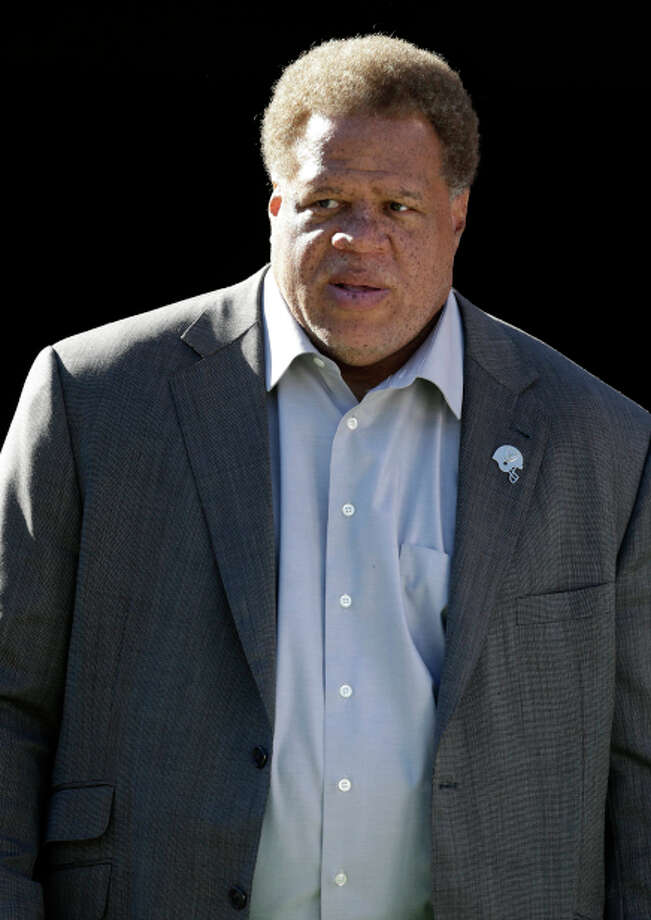 Oakland Raiders general manager Reggie McKenzie walks onto the field before an NFL football game against the Denver Broncos in Oakland, Calif., Sunday, Dec. 29, 2013. (AP Photo/Tony Avelar) Photo: Tony Avelar / Associated Press / FR155217 AP