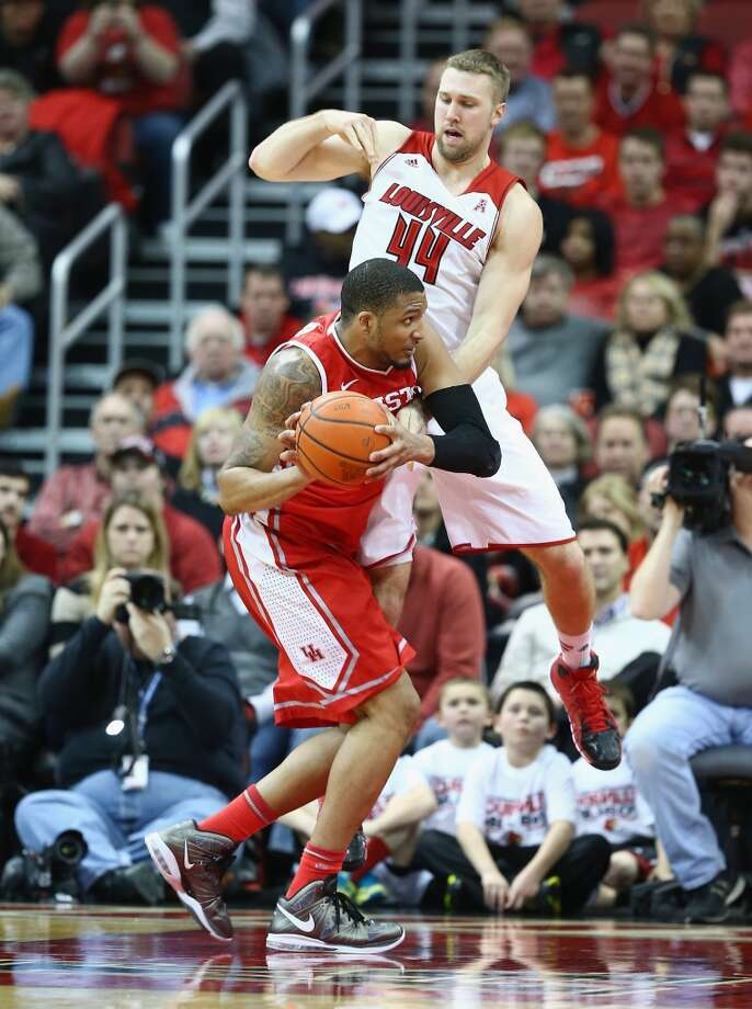 LOUISVILLE, KY - JANUARY 16:  Stephan Van Treese #44 of the Louisville Cardinals defends TaShawn Thomas #35 of the Houston Cougars during the game at KFC YUM! Center on January 16, 2014 in Louisville, Kentucky.  (Photo by Andy Lyons/Getty Images) Photo: Getty Images