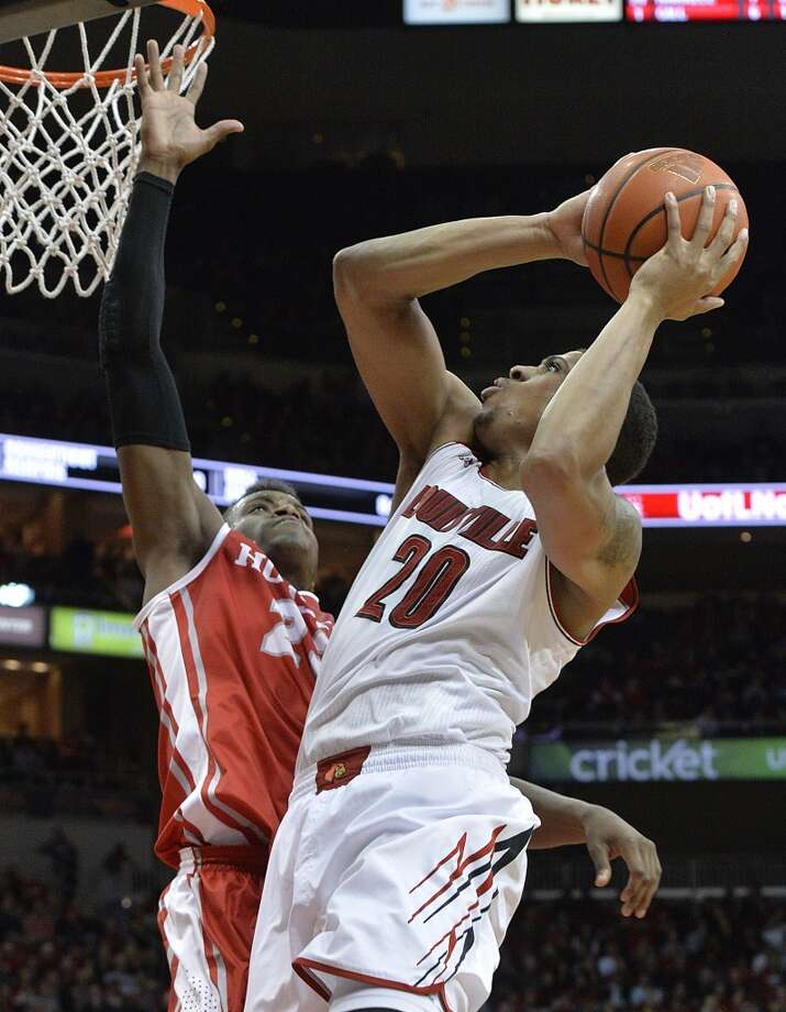 Louisville's Wayne Blackshear, right, puts a shot up over the defense of Houston's Danuel House during the second half of an NCAA college basketball game, Thursday, Jan. 16, 2014, in Louisville, Ky. Louisville defeated Houston 91-52. (AP Photo/Timothy D. Easley) Photo: Associated Press