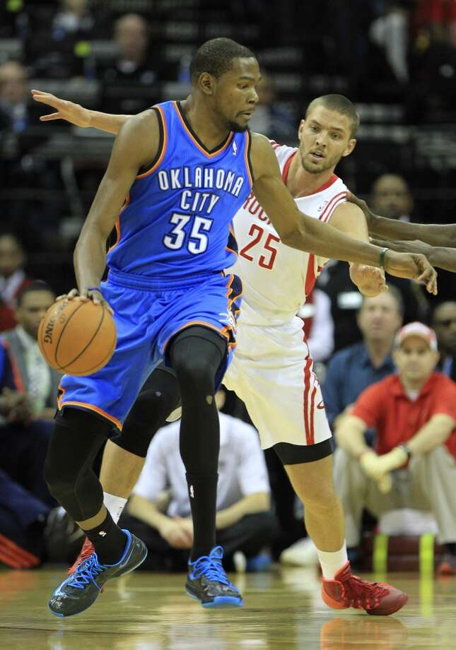 Thunder small forward Kevin Durant (35) works around Rockets small forward Chandler Parsons. Photo: Karen Warren, Houston Chronicle