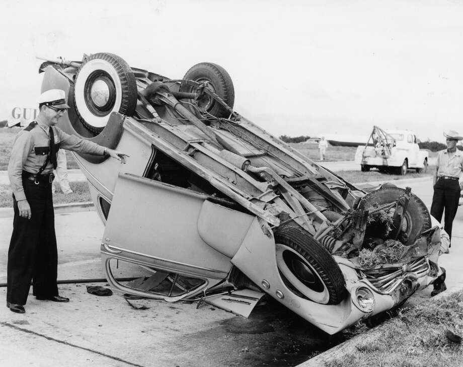 One man was hurt in a vehicle accident at La Porte Expressway and the Gulf Freeway on Sept. 27, 1954. Officer in photo is city Patrolman W.B. Folsum. Photo: Orie Collins, Houston Chronicle