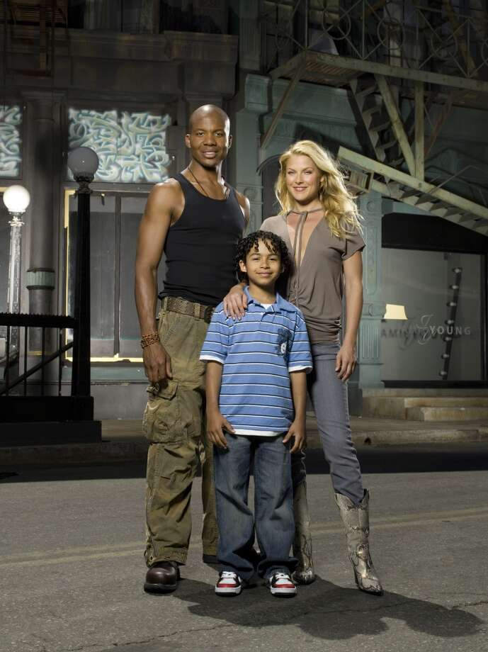 "Leonard Roberts as D.L Hawkins, Noah Gray-Cabey as Micah Sanders, Ali Larter as Niki Sanders on the show ""Heroes."" Photo: NBC, NBC Via Getty Images"