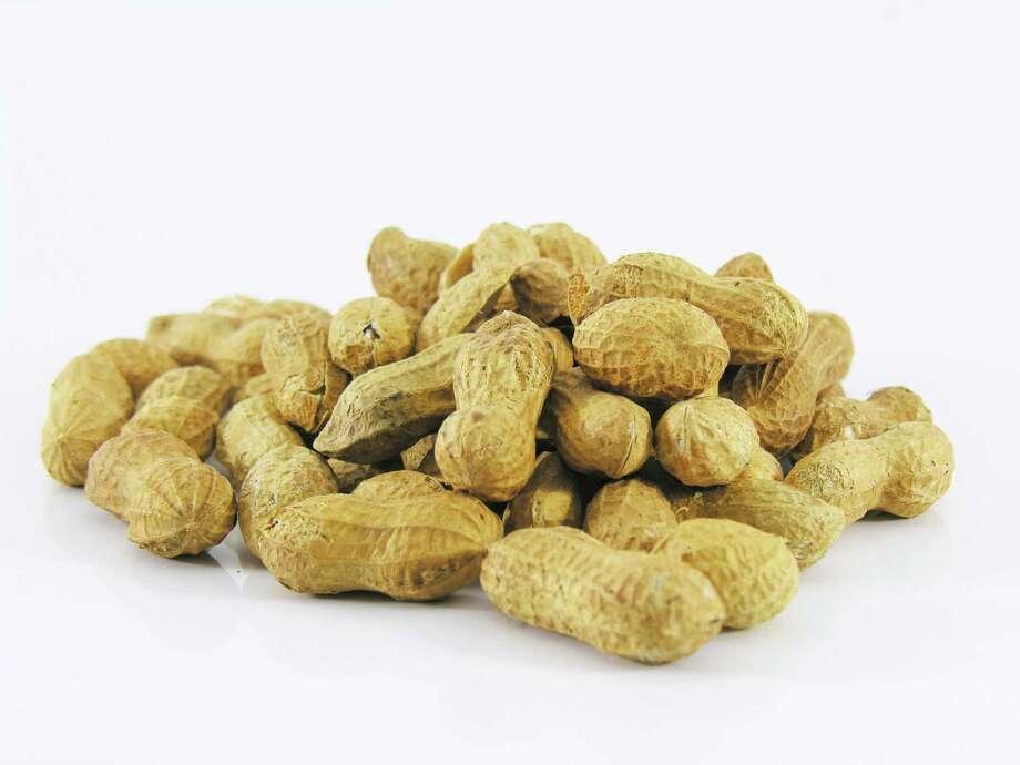 Peanuts in their shells. cacahué¨tes en vrac  Jean-Luc Hennaux - Fotolia.com Photo: Jean-Luc Hennaux / handout
