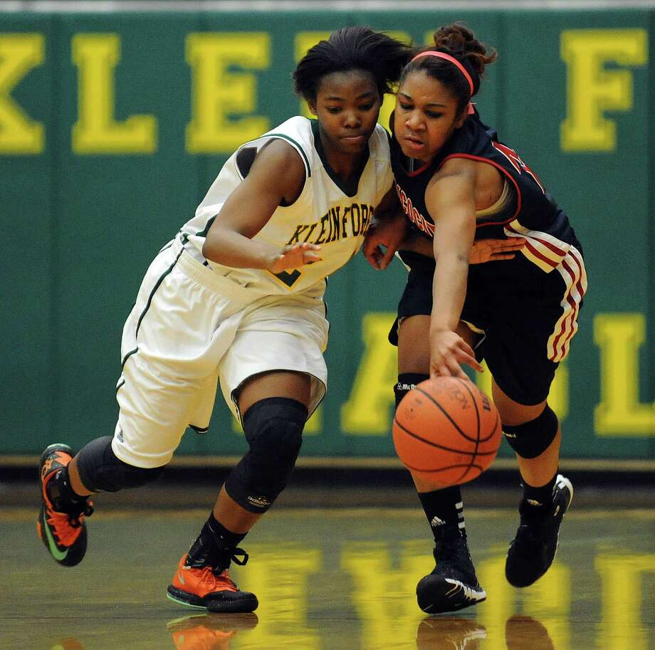 Klein Forest's Jachelle Hudson, left, and Atascocita's Shatarah Brown fight for a loose ball during first-half action Friday night. Photo: Eric Christian Smith, Freelance