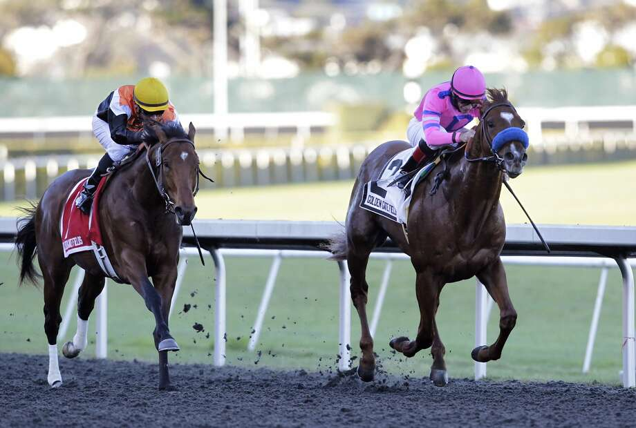 Exit Stage Left (right) defeats Enterprising and the rest of the field in the California Derby. Photo: Paul Chinn, The Chronicle