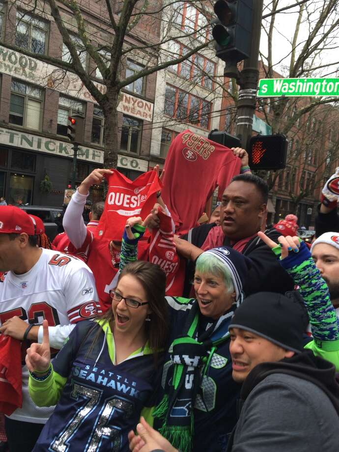 49er fans on the streets of Seattle. (Al Saracevic/Chronicle)