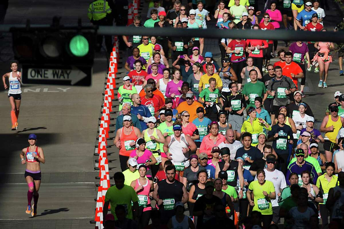 2.25,000 runners are registered to participate in Sunday's races (12,200 men and 12,800 women)