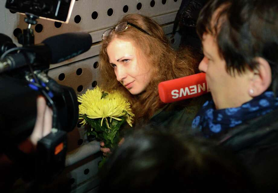 Maria Alyokhina,  Russian punk band Pussy Riot's member arrives in Moscow after being released from jail under an amnesty allowing her early release from two-year sentence on December 23, 2013. Photo: Anadolu Agency, Getty Images / 2013 Anadolu Agency