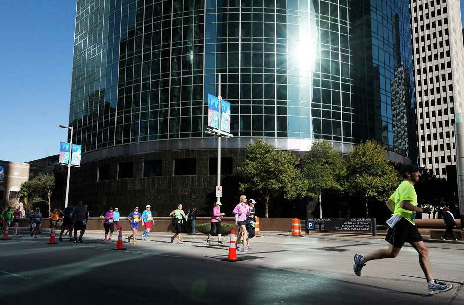 Runners in the Chevron Houston Marathon and Aramco Houston Half Marathon head into downtown for the final mile. Photo: Smiley N. Pool, Houston Chronicle / © 2014  Houston Chronicle