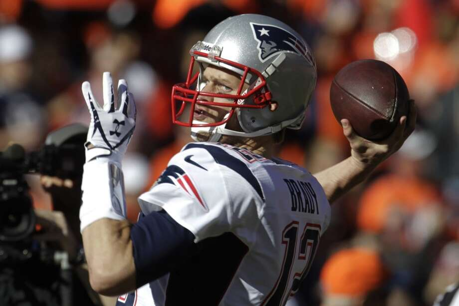 Patriots quarterback Tom Brady warms up before Photo: Joe Mahoney, Associated Press