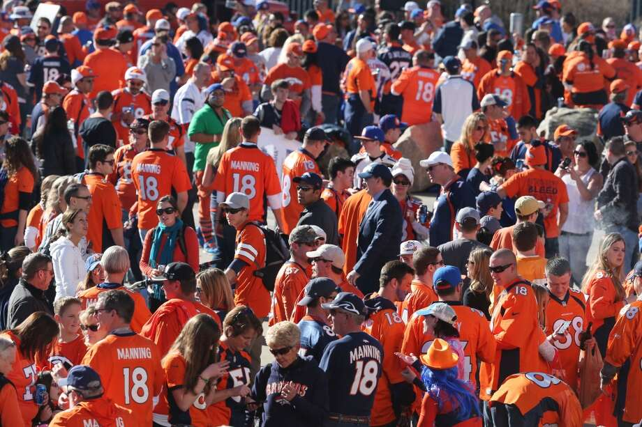 Denver fans gather before the start of the AFC Championship game between the Broncos and Patriots. Photo: David Zalubowski, Associated Press