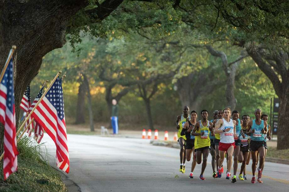 Runners in the lead pack run along Rice Blvd. near mile 9 of the Chevron Houston Marathon. Photo: Smiley N. Pool, Houston Chronicle / © 2014  Houston Chronicle