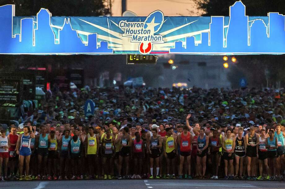 Runners line up for the start of the Chevron Houston Marathon. Photo: Smiley N. Pool, Houston Chronicle / © 2014  Houston Chronicle