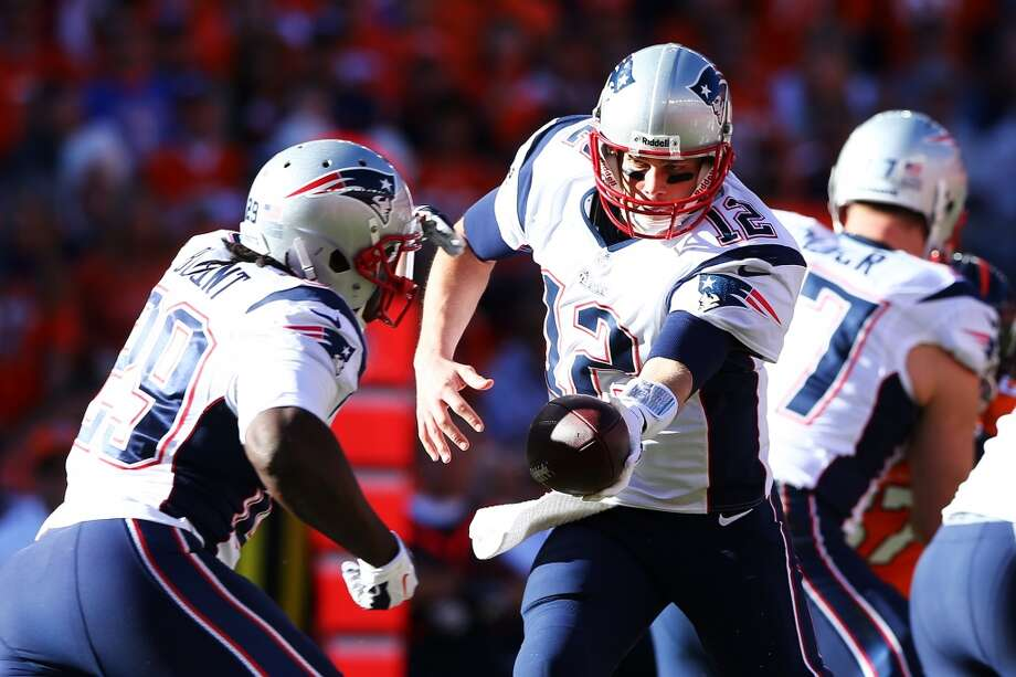 Patriots quarterback Tom Brady delivers a handoff to running back LeGarrette Blount. Photo: Elsa, Getty Images