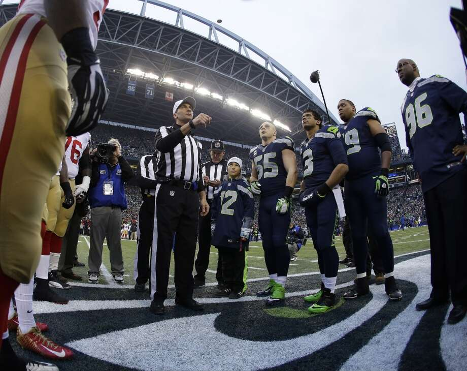 49ers and Seahawks players wait for the coin toss at the NFC Championship game. Photo: Matt Slocum, Associated Press