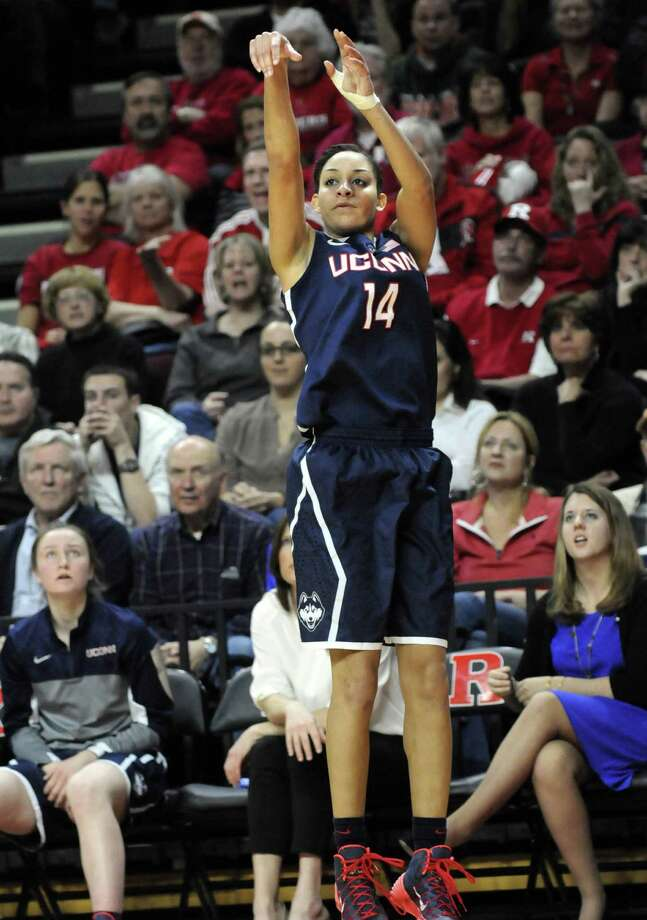 Connecticut guard Bria Hartley shoots from behind the arc en route to a career-high 30 points during the No. 1 Huskies' 30-point win at No. 23 Rutgers. Photo: Cloe Poisson / Hartford Courant / Hartford Courant