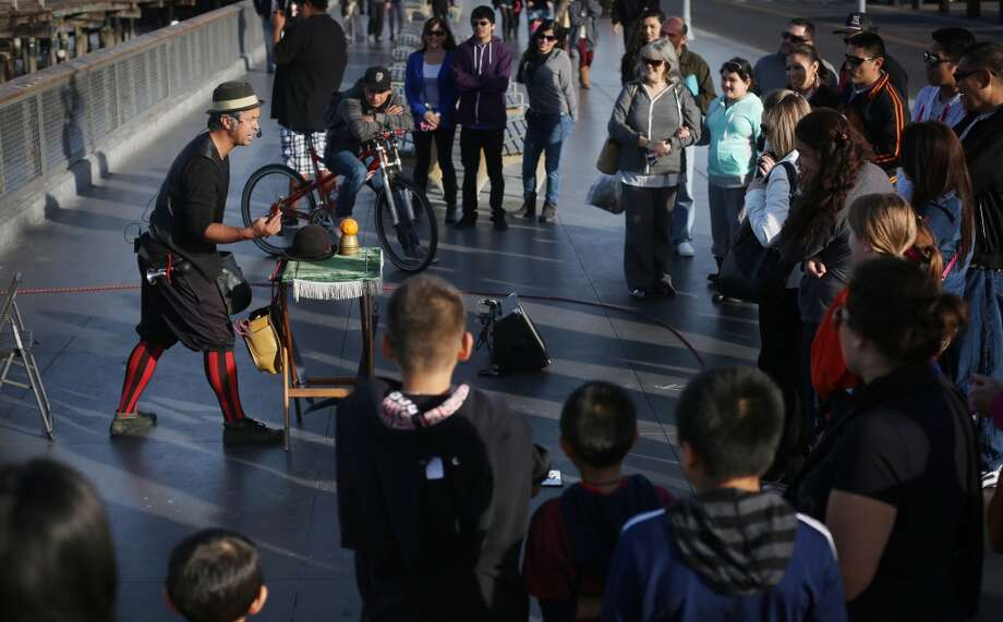 After gathering a crowd at Fisherman's Wharf, Lynx the Animator does his best to keep them engaged. Photo: Mike Kepka, The Chronicle